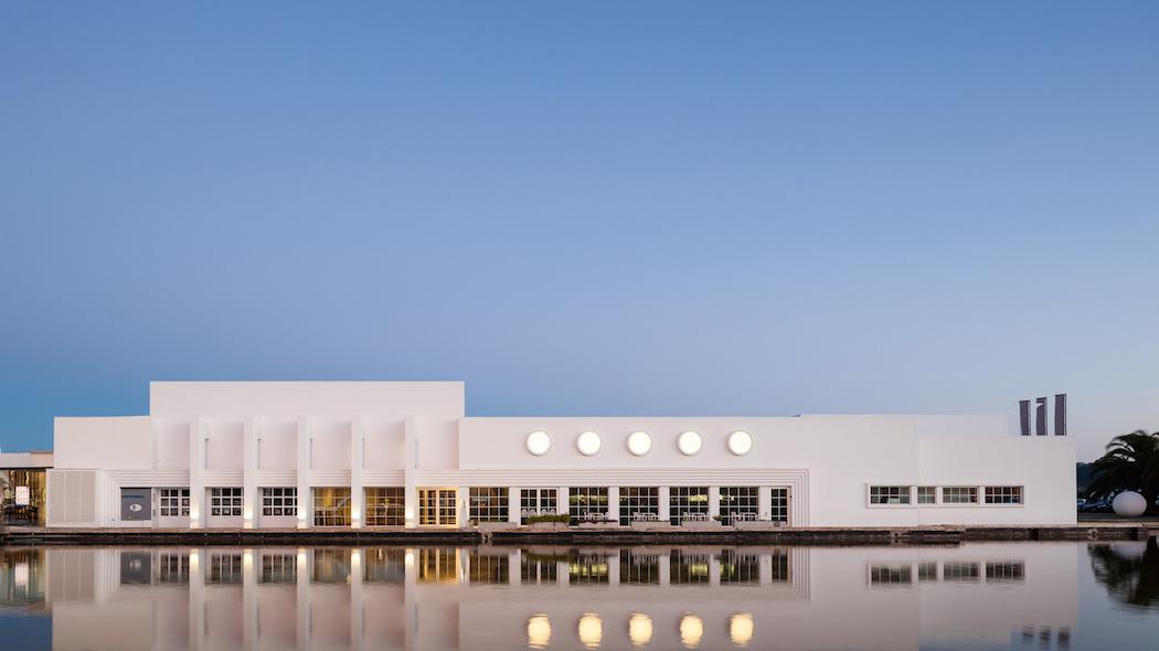 A Modernist Exhibition Space Renovation