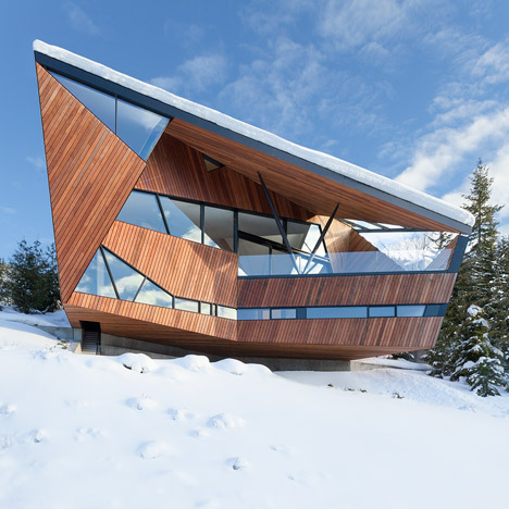 Patkau architects designs chalet with steep angled roof for Sloped roof shed
