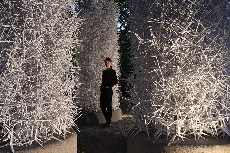Robot uses stacked spiky particles to build groundbreaking ICD Aggregate Pavilion 2015