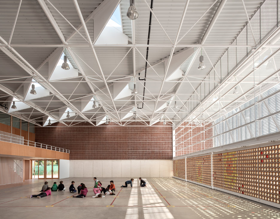 Sports Hall For Escola Gavina School In Spain Features