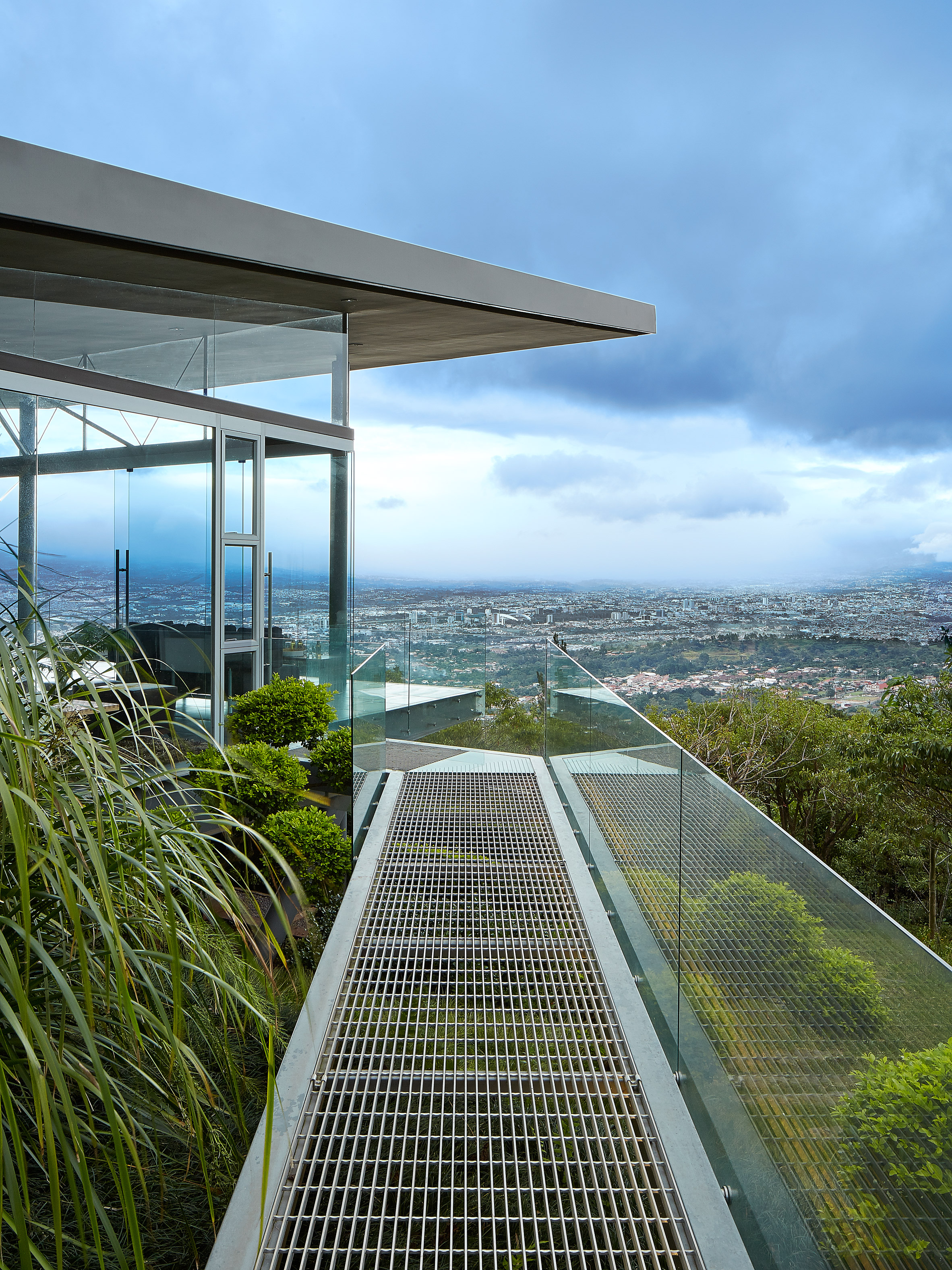 Steel and glass Costa Rican home by Cañas Arquitectos projects towards views of San Jose