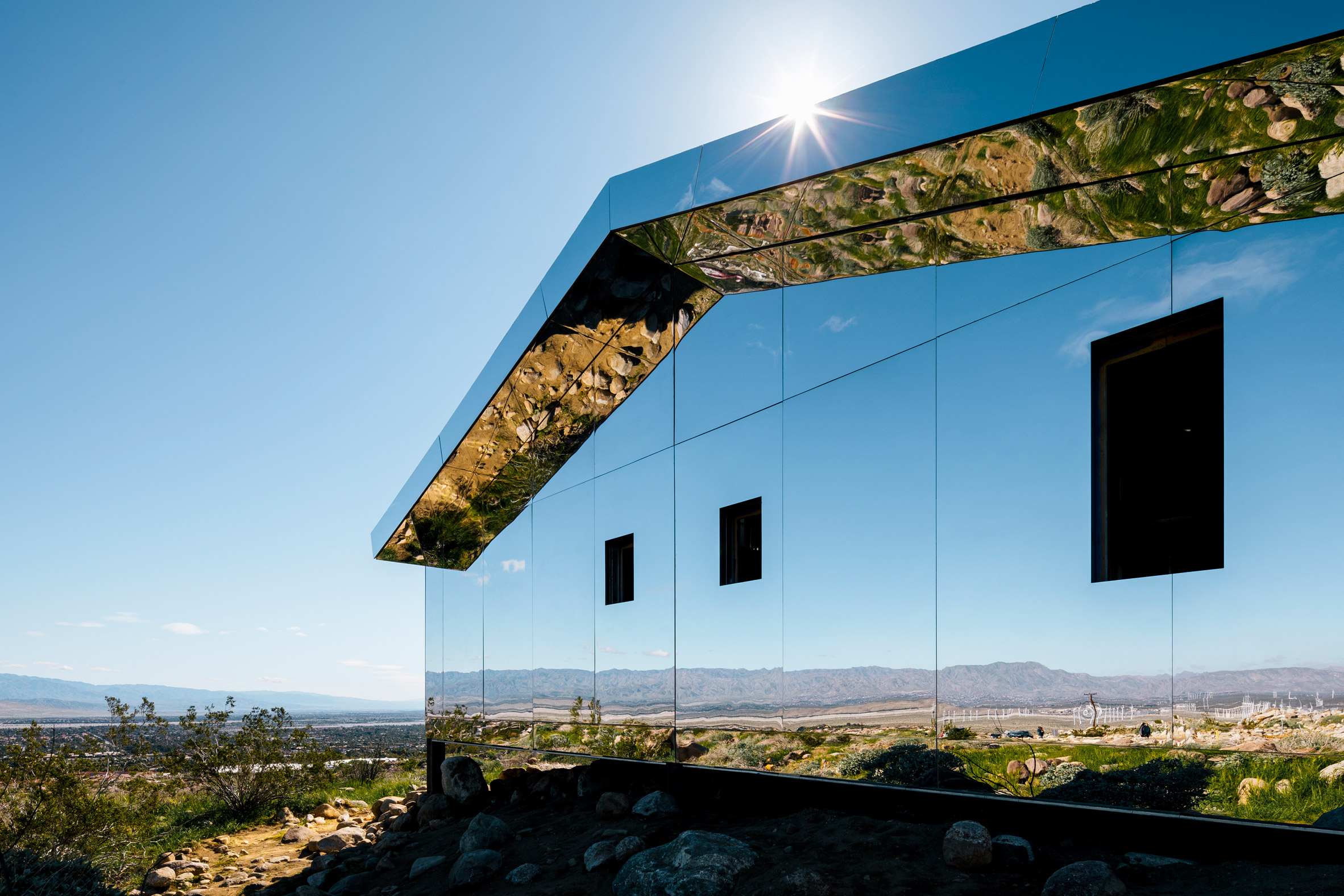 Doug Aitken installs entirely mirrored cabin in the Southern Californian desert