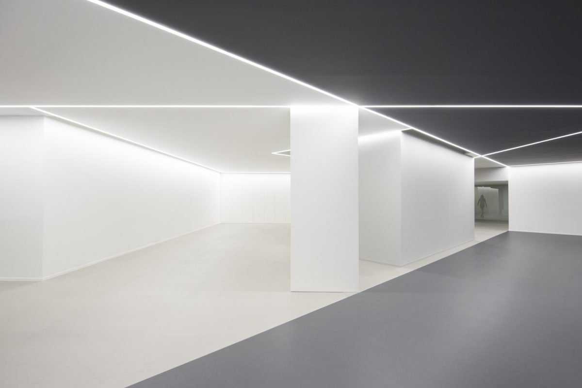 A Slick Monochrome Office By Fran Silvestre Arquitectos