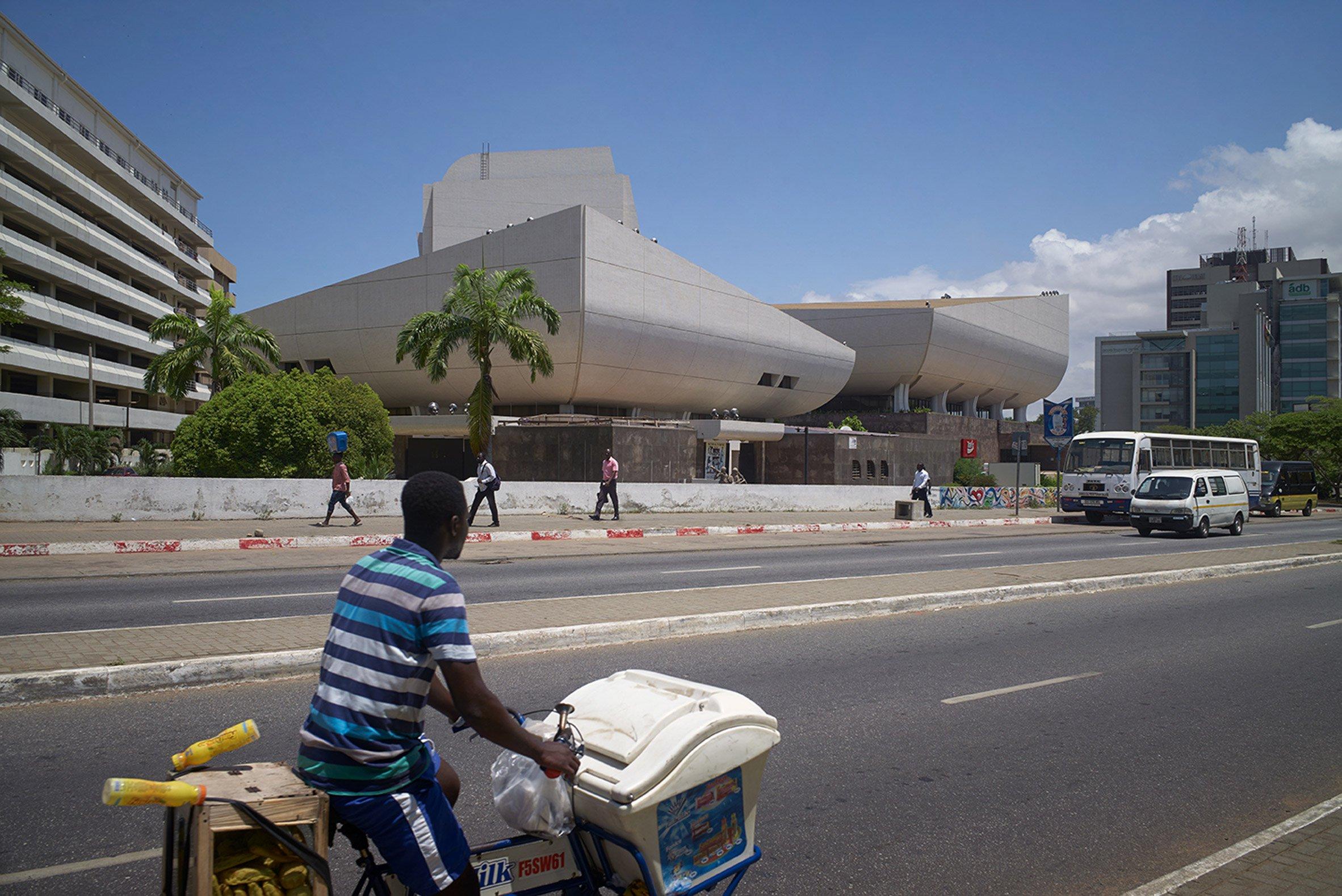 "Ghana's ""UFO-like"" National Theatre photographed by Julien Lanoo"
