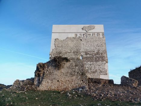Carquero Arquitectura restores ancient Matrera Castle with ...