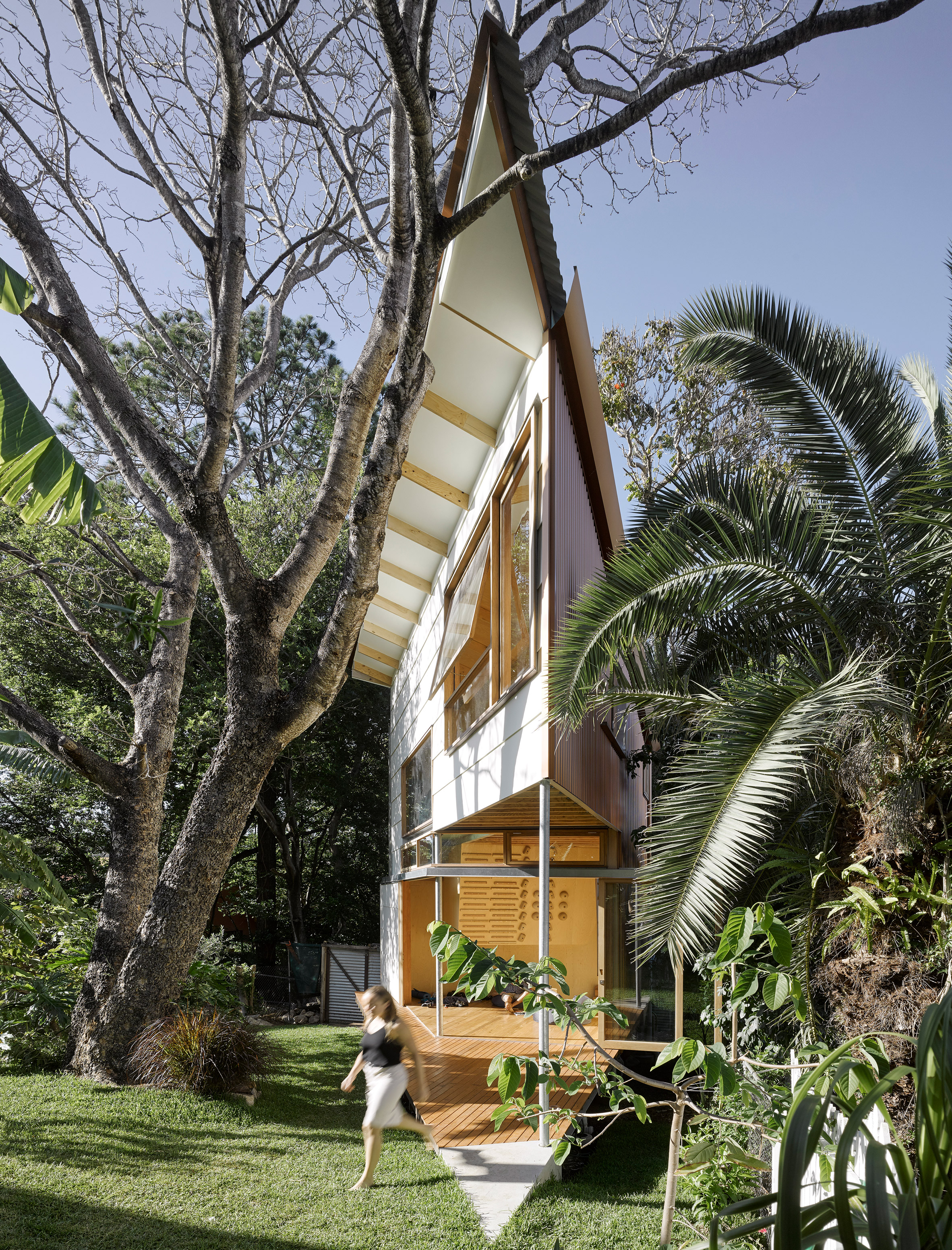 Extremely Pointed Garden Room Features A Treehouse Like Design And