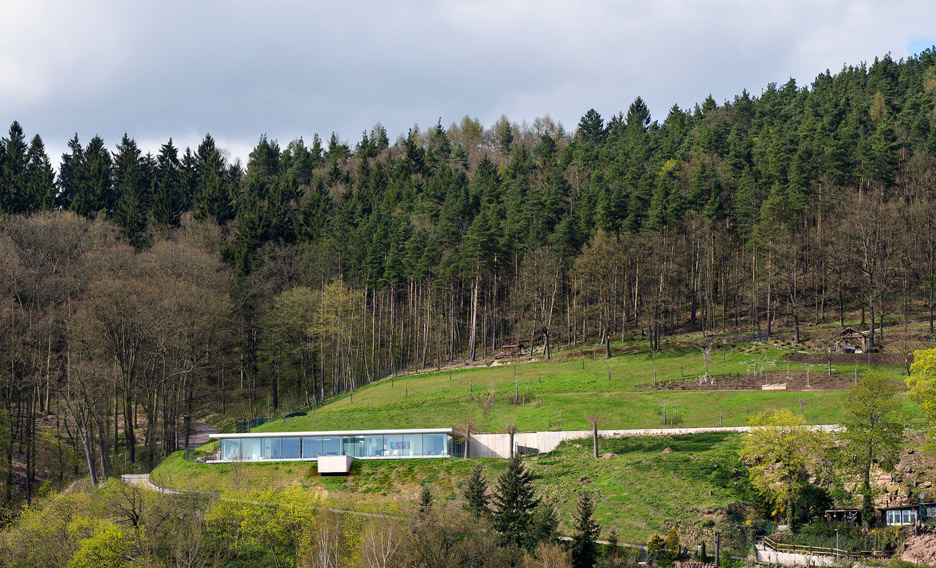 Villa K by Paul de Ruiter Architects lies long and low on a German hillside