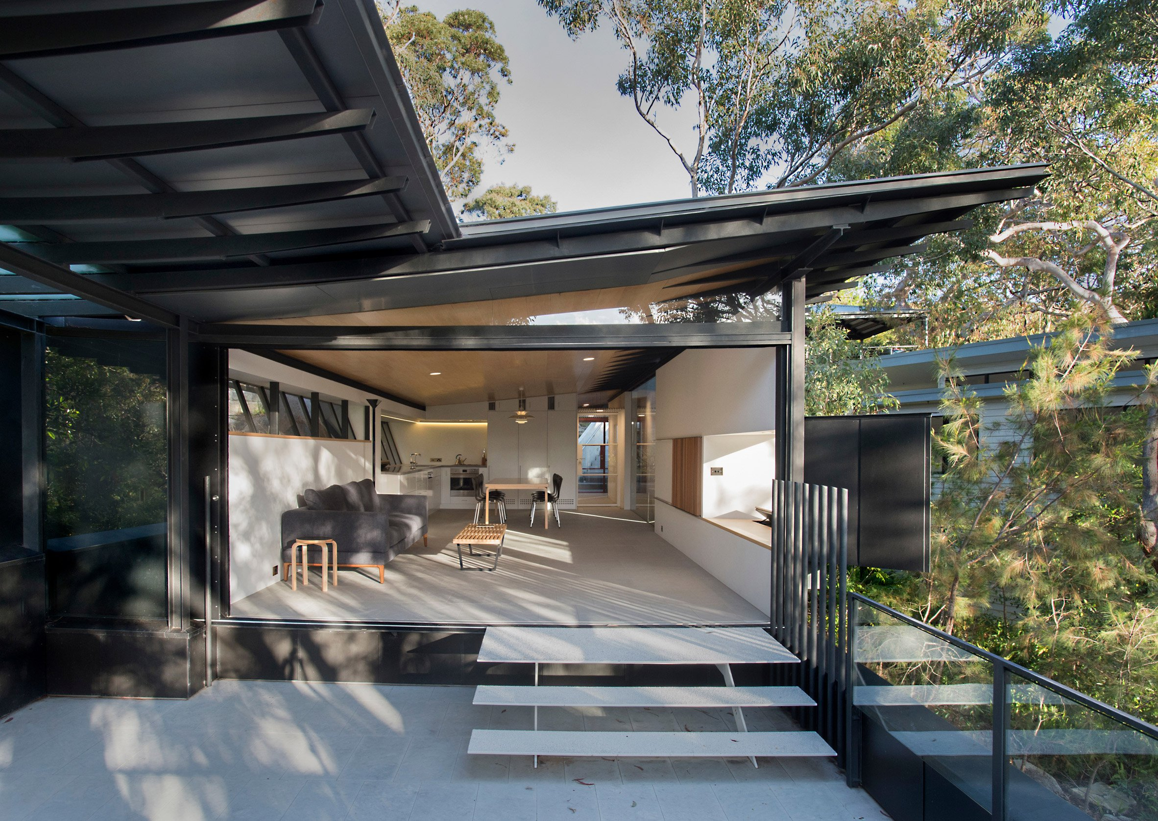 Glenn Murcutt covers bushland home in zinc panels to protect it against wildfire