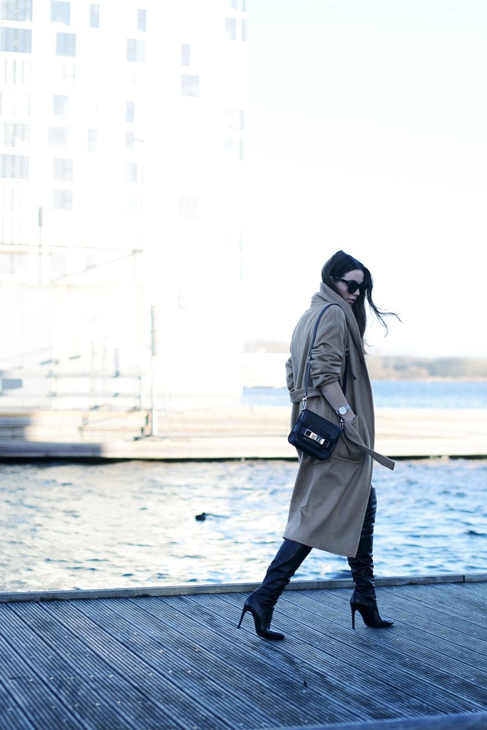 OUTFIT / THE CAMEL COAT