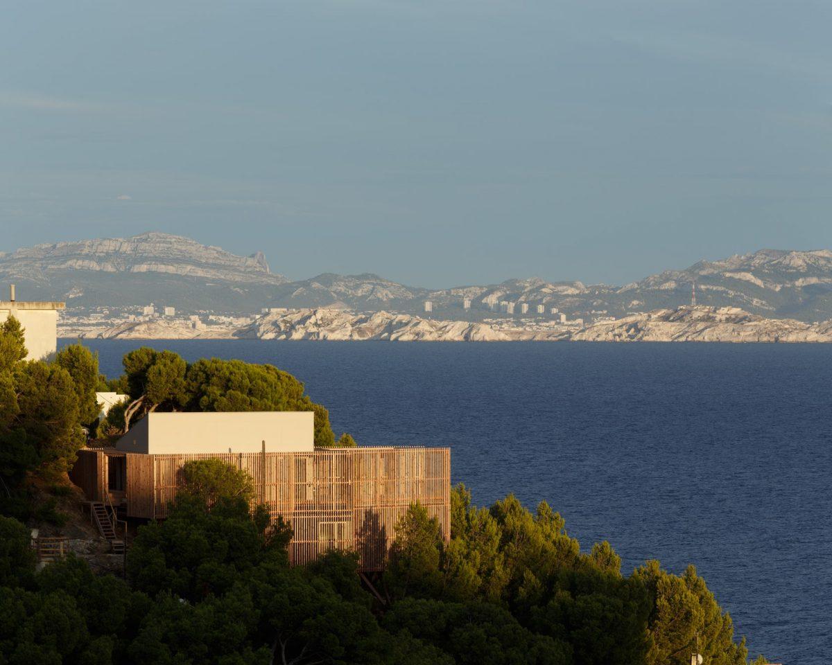 A Villa Overlooking The Mediterranean Sea By Bonte & Migozzi