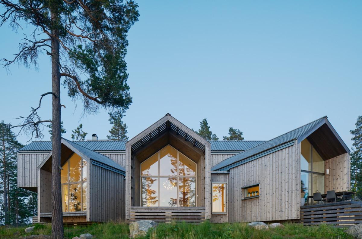 A Swedish Villa Facing The Lake