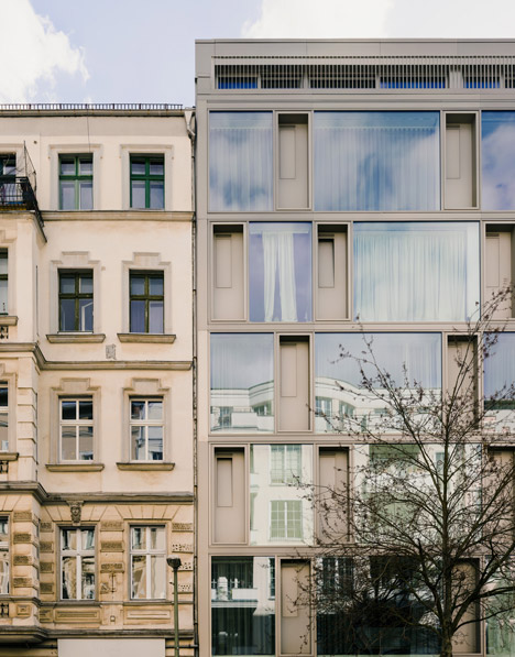 Zanderroth Architekten designs cb19 apartments without internal walls to create flexible layouts