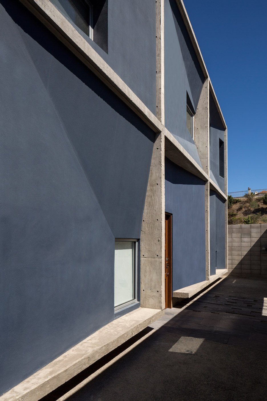 Courtyard house in Tijuana by T38 Studio is based on a nine-square grid