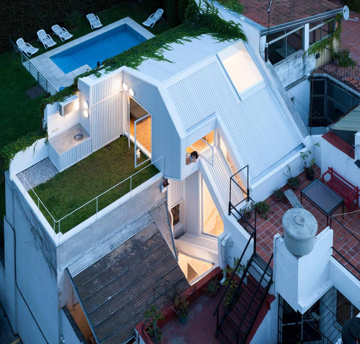 A Narrow Townhouse By CCPM Arquitectos