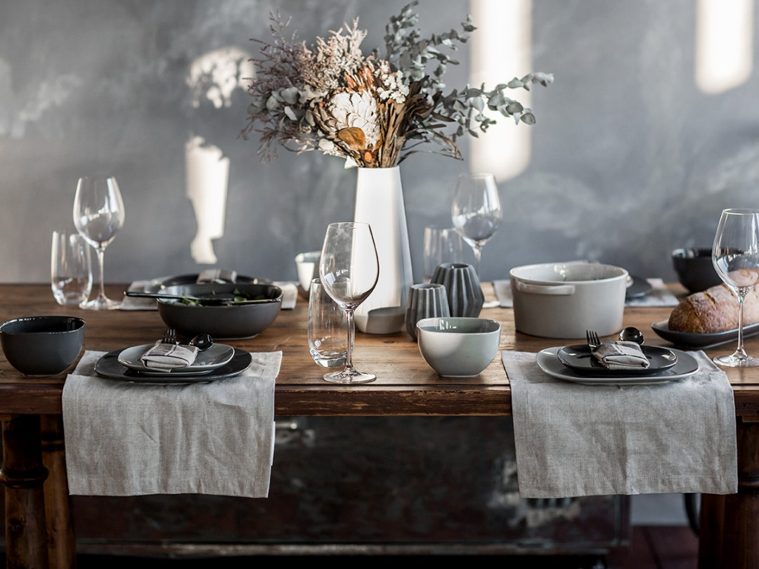 5 Steps for styling a winter table setting that 'wow's'