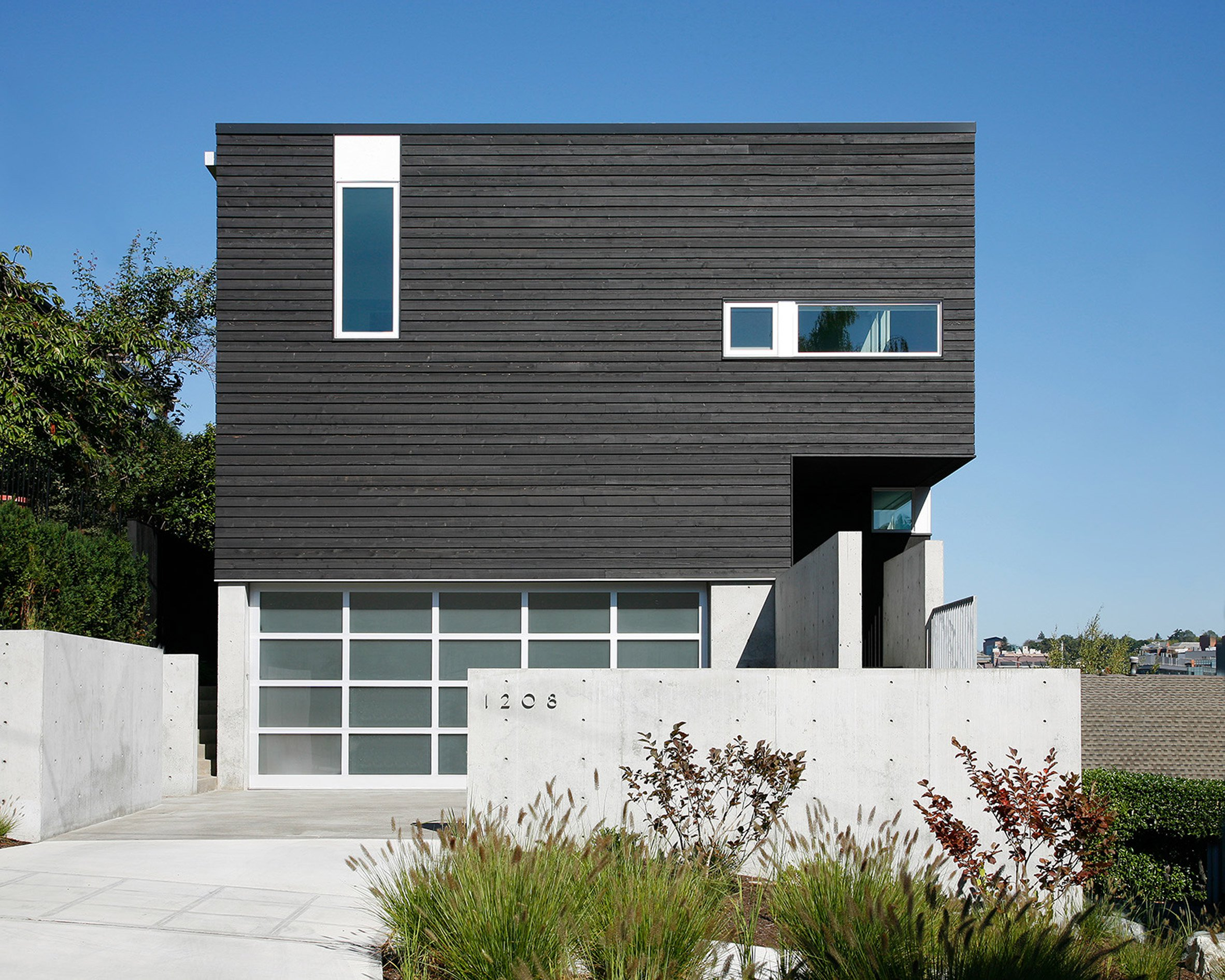 Robert Hutchison's Cantilever House projects towards Seattle harbour