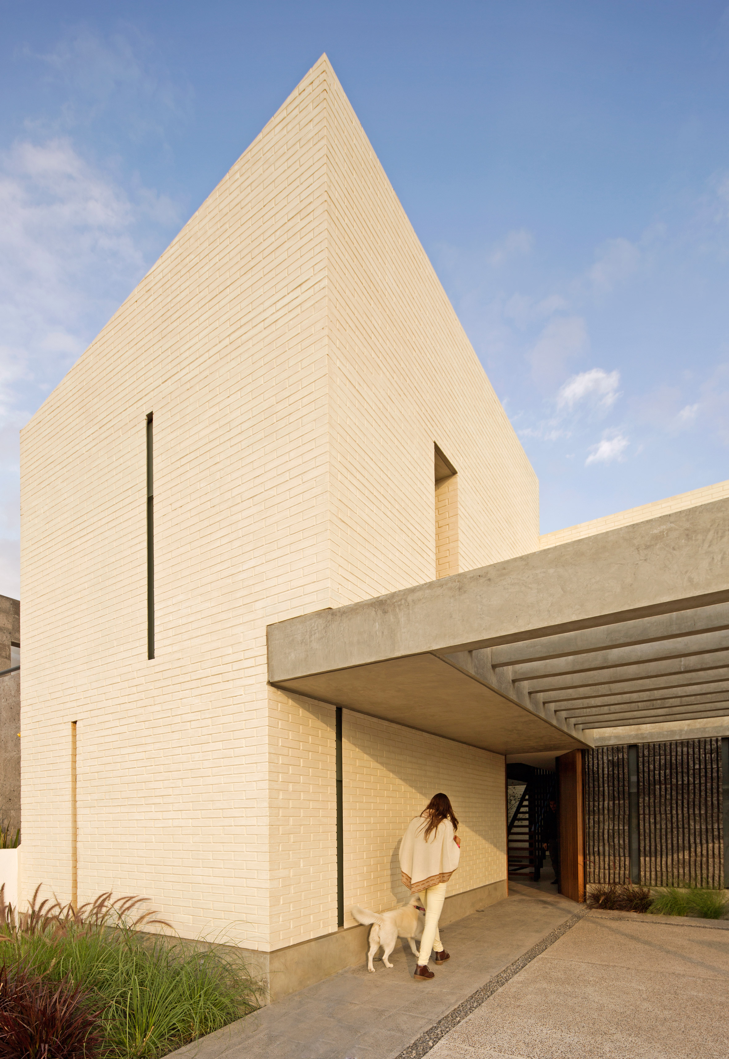 Intersticial Arquitectura emphasises local materials in Mexican home