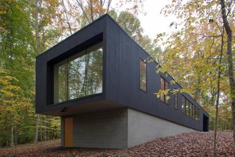 In Situ Studio hides black Corbett Residence in a North Carolina forest