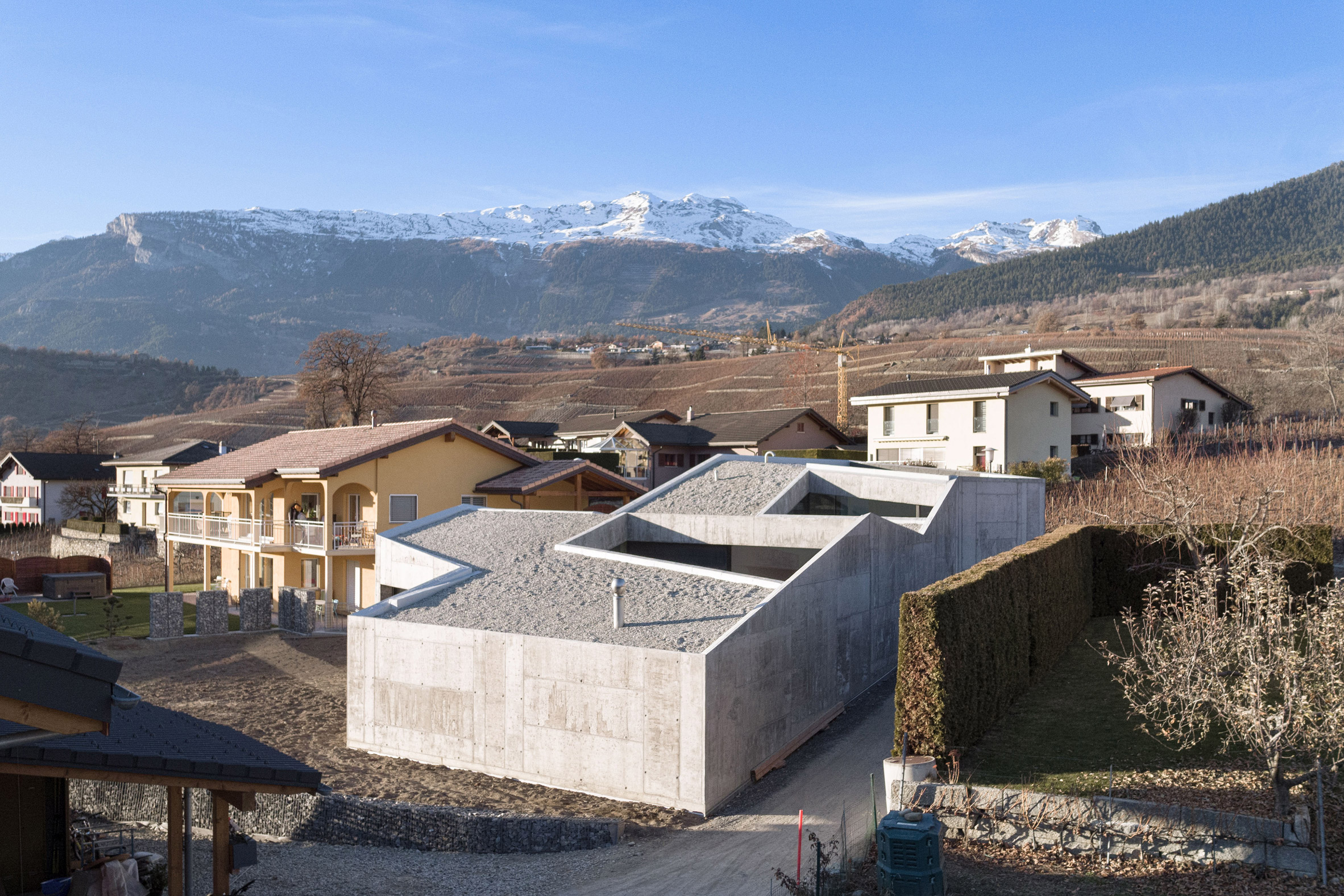 """Anako Architecture completes """"fortress-like"""" concrete house in an Alpine town"""