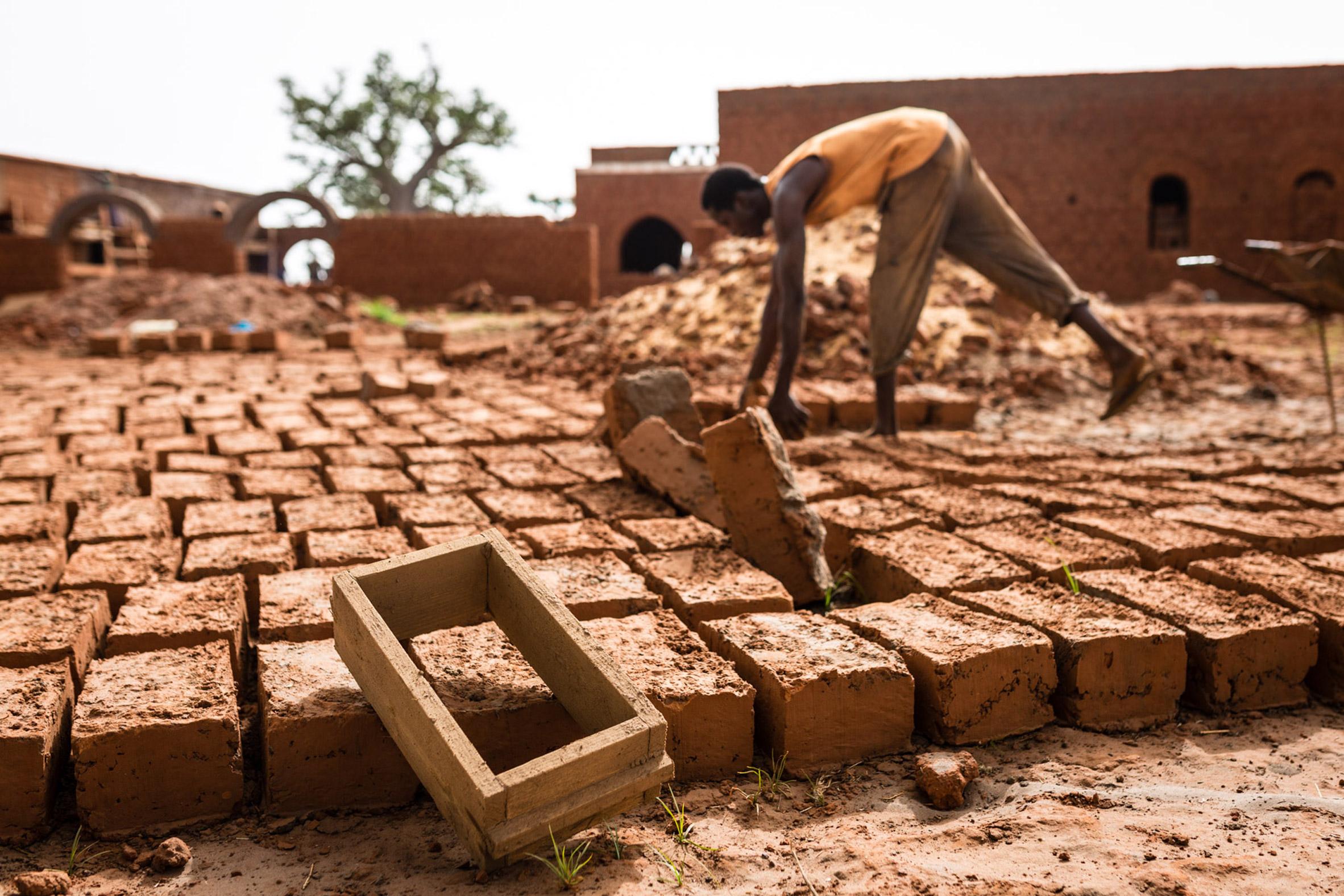 """La Voûte Nubienne revives ancient building technique to """"transform housing"""" in Africa"""