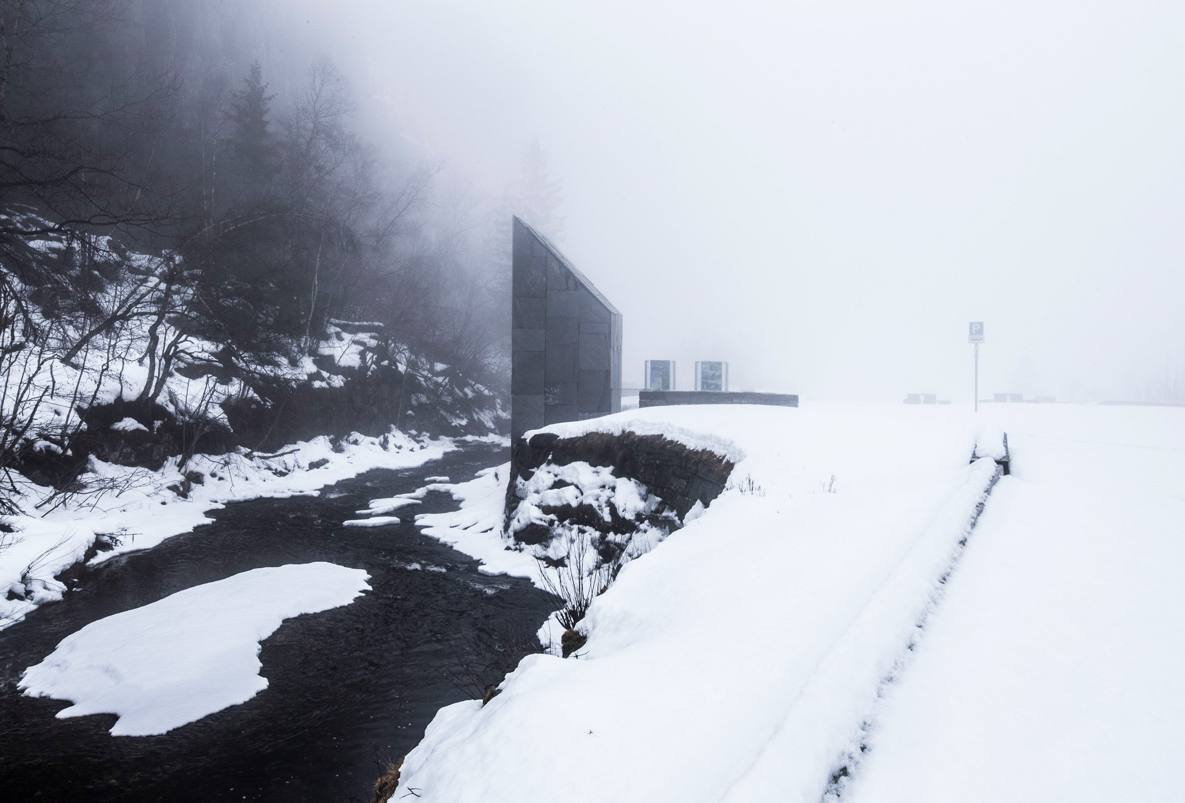 Fortunen completes toilet block with views of a Norwegian waterfall