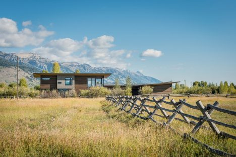 Remote Wyoming retreat by Carney Logan Burke faces the Teton mountains