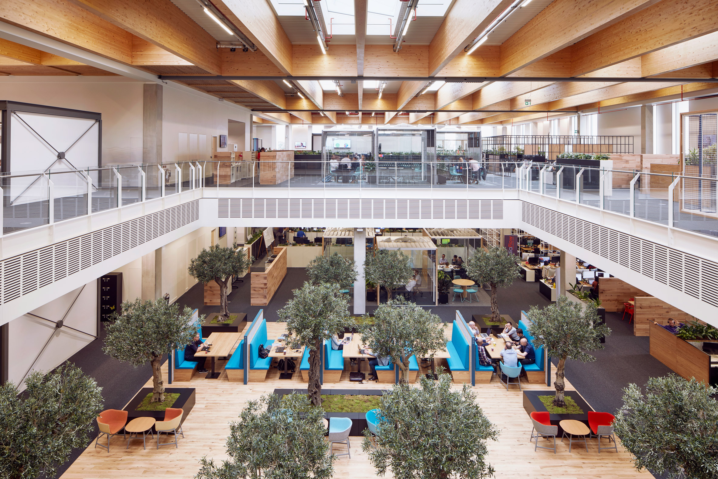 Amanda Levete builds open-plan workplace for Sky on London's outskirts