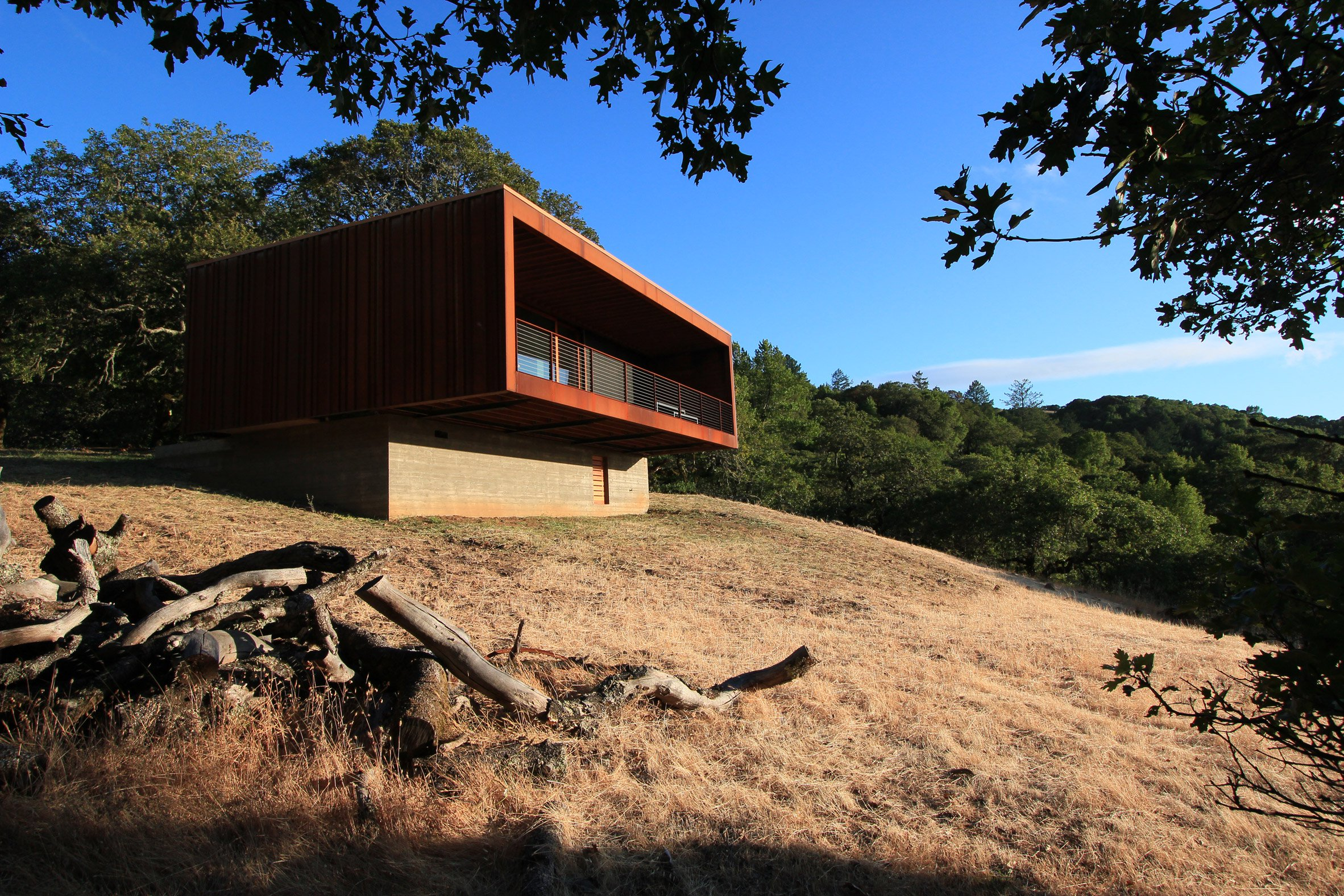 Prefabricated weathering-steel boxes form California retreat by Alchemy Architects
