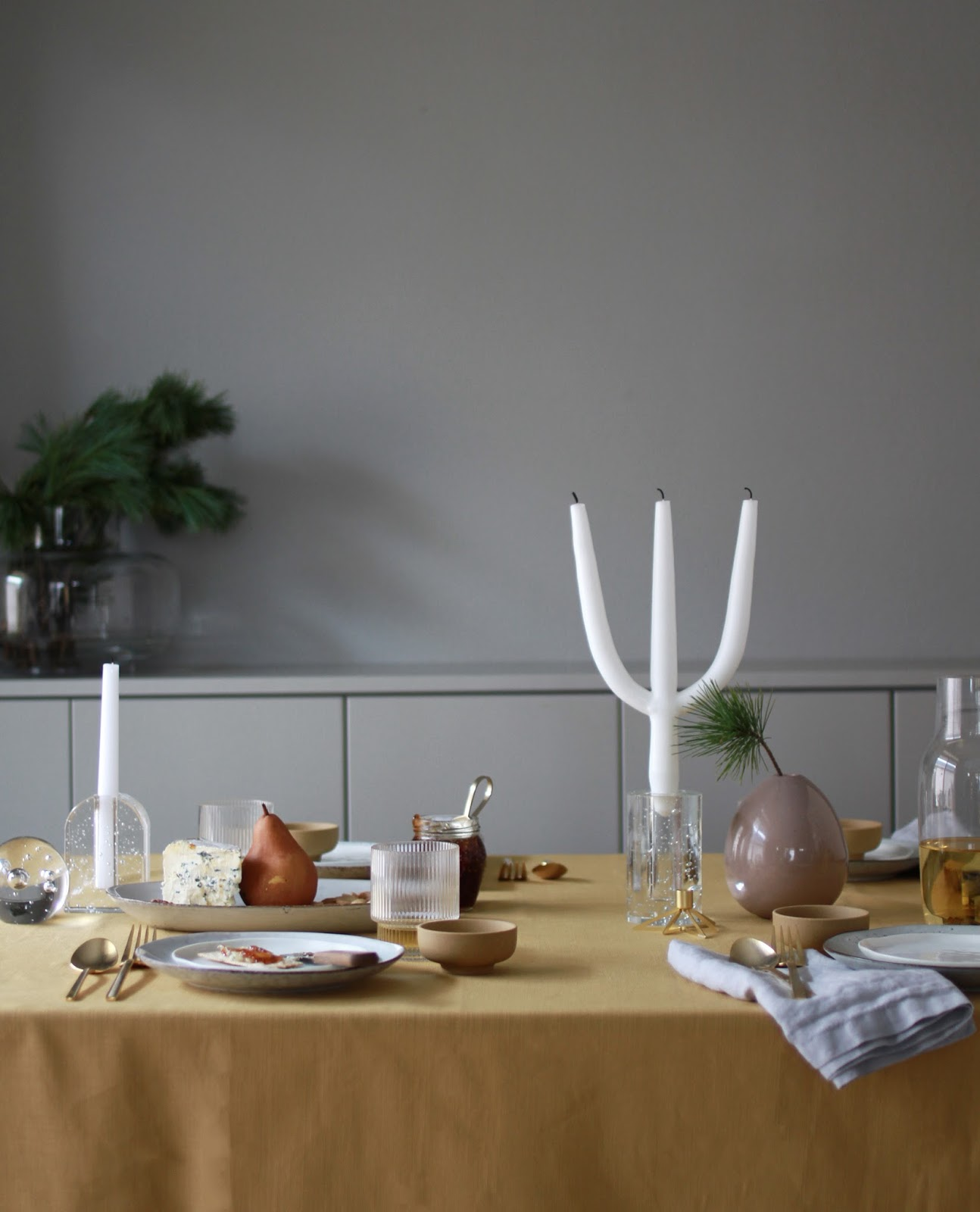 5 Days of Christmas / A Golden Table Setting