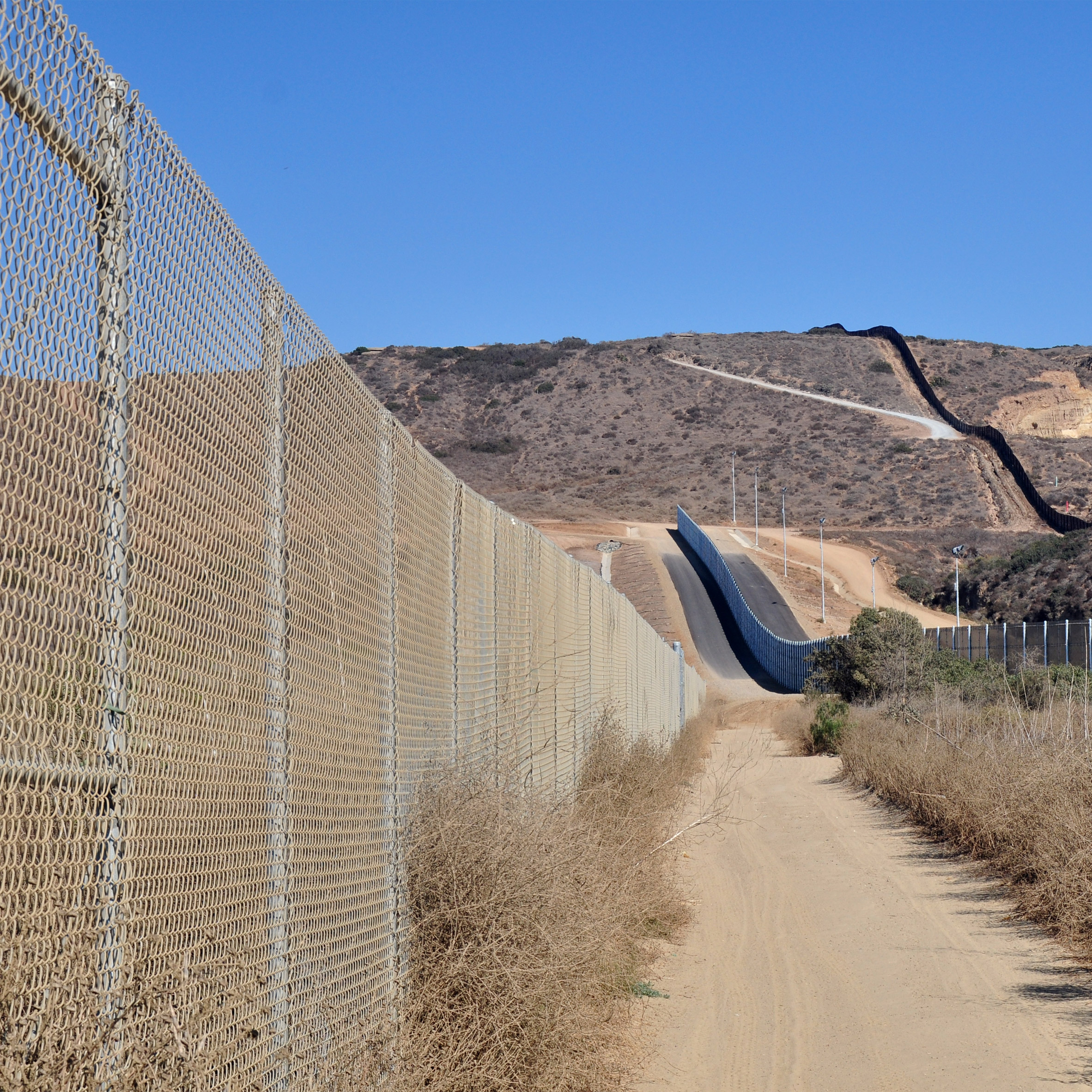 Trump pledges $2 billion to Mexico border wall in budget proposal
