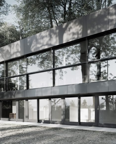 Meyer Park Apartments: Villa Le Lac Is A Glass-walled House Overlooking Lake