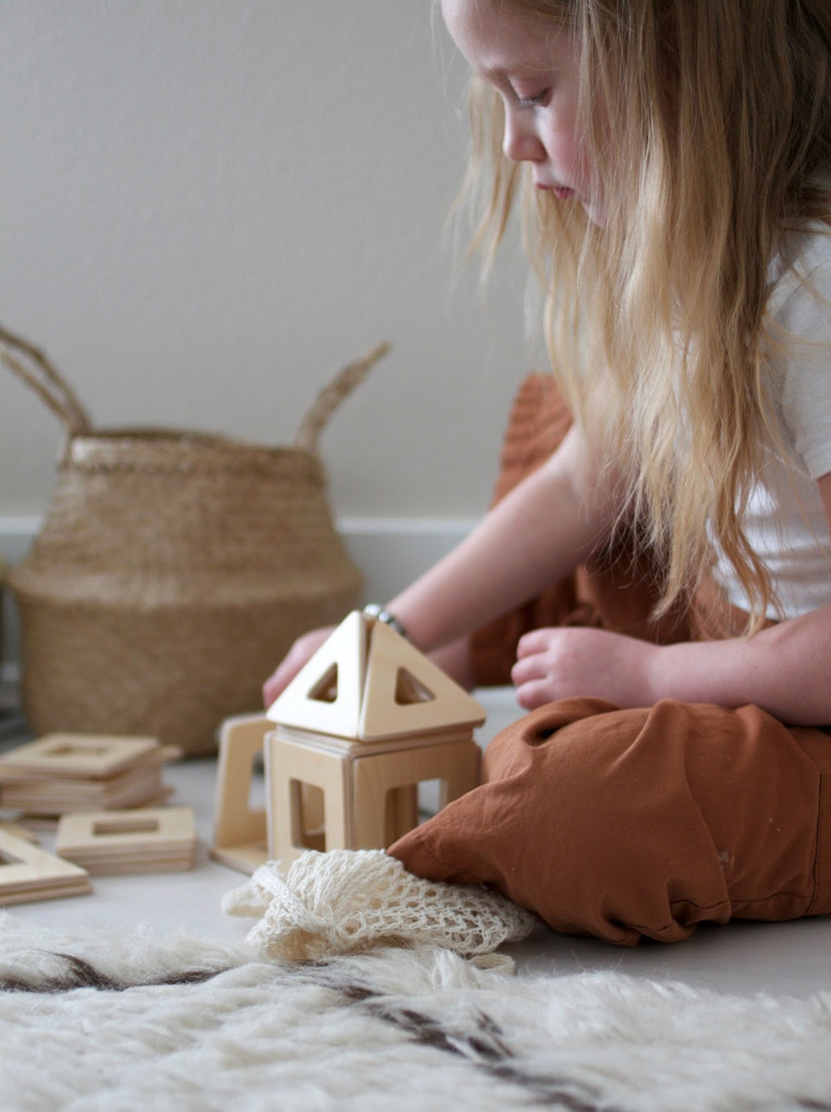 Sustainable magnetic toys for the little builder